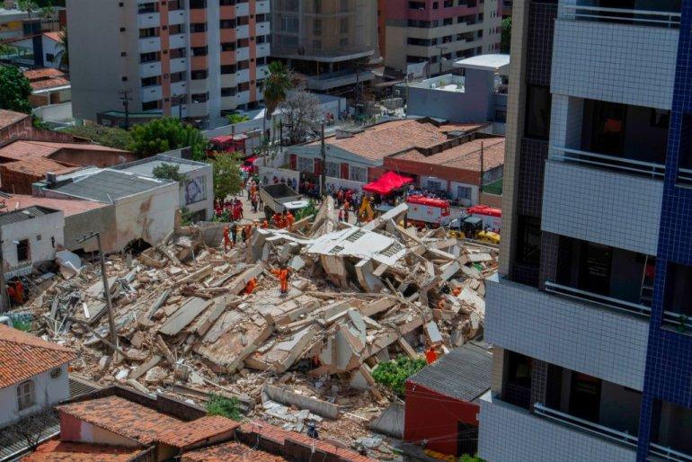 ბრაზილიაში 7-სართულიანი საცხოვრებელი კორპუსი ჩამოინგრა | ვიდეო