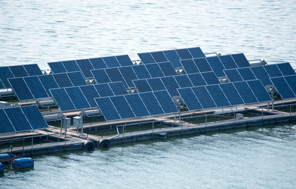 გერმანიაში მცურავი მზის ელექტროსადგური აშენდება