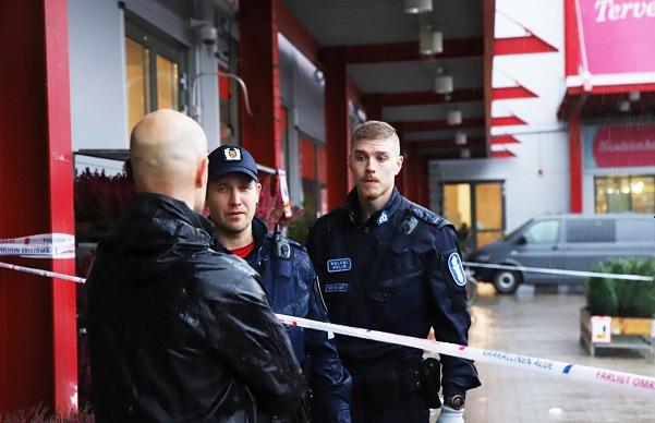 ფინეთის კოლეჯში მამაკაცმა ხმლით 1 ადამიანი მოკლა, ხოლო 10 დაჭრა