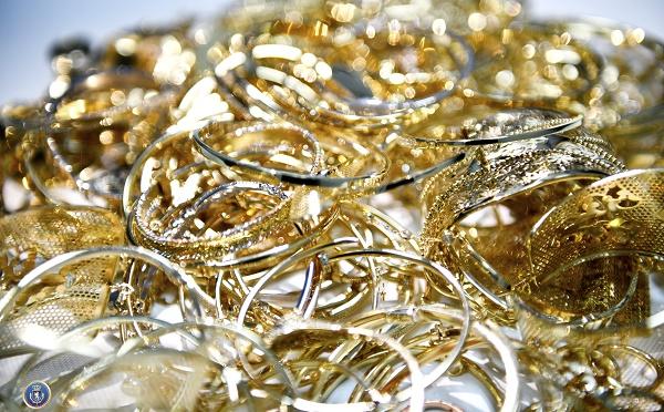 """მოქალაქეს """"სარფის"""" საზღვარზე 1 113 გრამი არადეკლარირებული ოქროს ნაკეთობები აღმოუჩინეს"""