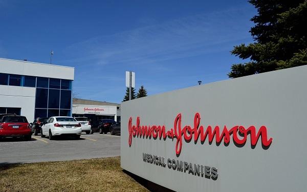 Johnson & Johnson-ი მამაკაცს, რომელსაც მკერდი გაეზარდა, 8 მლრდ დოლარს გადაუხდის