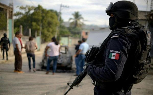 მექსიკაში, ქალაქის მერი, უკმაყოფილო მოქალაქეებმა, ავტომობილს გამოაბეს და ქუჩებში ათრიეს