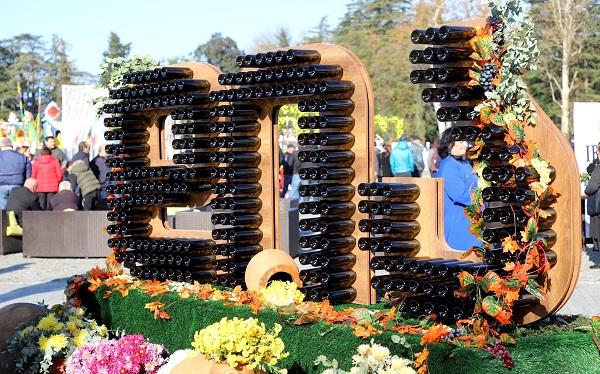 """ზუგდიდში კოლხური ღვინის ფესტივალი """"დია"""" გაიმართა"""