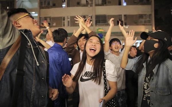 ჰონგ-კონგის ადგილობრივ არჩევნებში პროდემოკრატიულმა ბლოკმა გაიმარჯვა