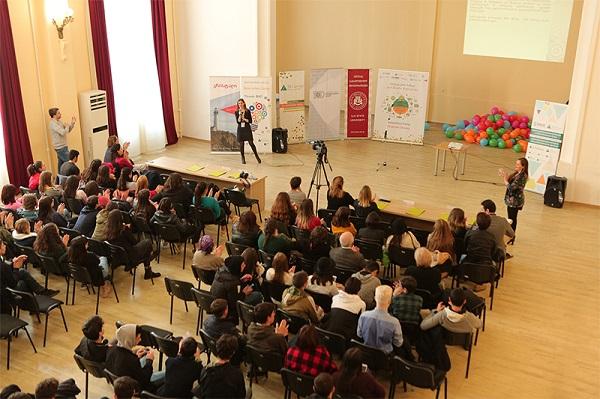 """სებ-მა  და """"ჯუნიორ ეჩივმენტ საქართველომ"""" ფინანსური წიგნიერების თემაზე ახალგაზრდულ ინოვაციების ბანაკს უმასპინძლეს"""