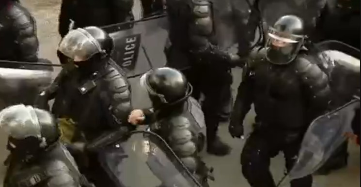 პოლიციამ აქციის მონაწილეებს დაშლისთვის 30 წუთი მისცა