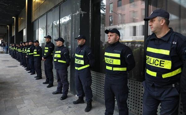 კინოთეატრებთან პოლიცია იცავს მოქალაქეების უსაფრთხოებას - კახა ბუხრაძე