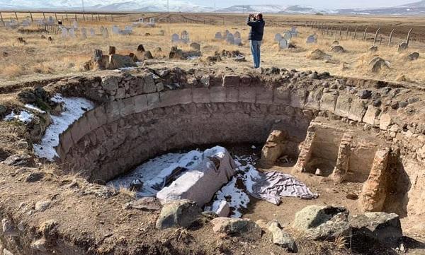 თურქეთში გურჯი ხათუნისა და მისი ვაჟის ახლადაღმოჩენილი საფლავის ქვების ფოტოები გავრცელდა