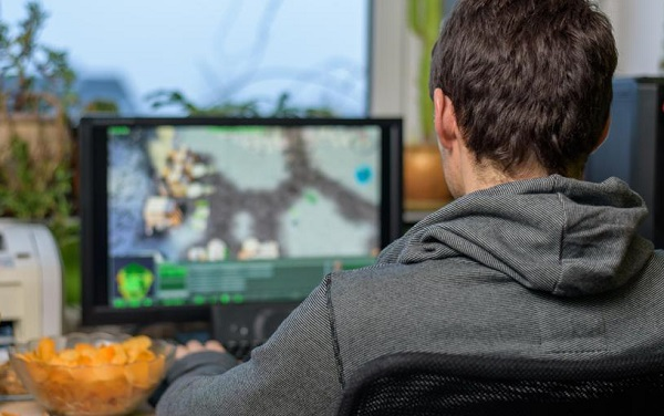 ტაილანდში კომპიუტერულ თამაშებზე დამოკიდებული 17 წლის ბიჭი ინსულტით გარდაიცვალა