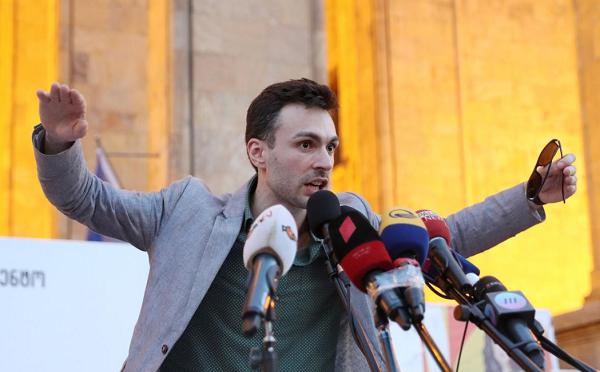 """ცალკეული პოლიტიკოსების ვიზიტები რუსეთში ივანიშვილისა და რუსეთის ინტერესს ემსახურება  - მოძრაობა """"სირცხვილია""""ბურჯანაძის მოსკოვში ვიზიტს ეხმიანება"""