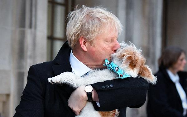 ბორის ჯონსონი საარჩევნო უბანზე თავის ძაღლთან ერთად მივიდა