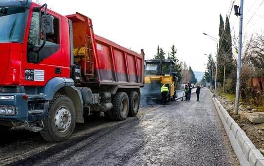 ზაჰესში, ჭიჭინაძის ქუჩის მონაკვეთზე გზის რეაბილიტაცია მიმდინარეობს