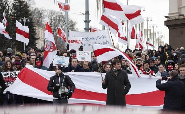 """""""არა რუსულ ოკუპაციას"""" - მინსკში რუსეთთან ინტეგრაციის საწინააღმდეგო პროტესტი გრძელდება"""