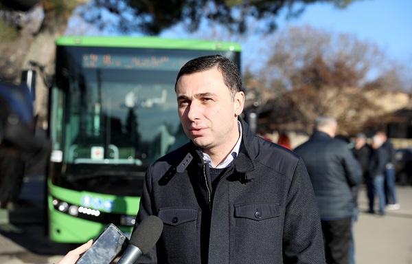 """№12 ავტობუსის ხაზზე ძველი ავტობუსები ახალი, """"ISUZU""""-ს მარკის  ავტობუსებით ჩანაცვლდა"""