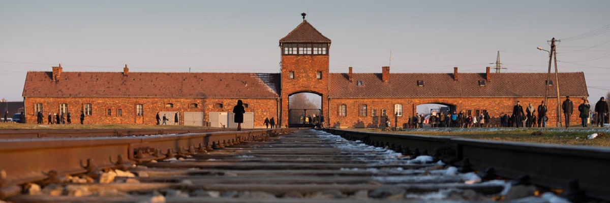 მსოფლიო ოსვენციმის გათავისუფლებიდან 75 წლისთავს აღნიშნავს | ფოტოგალერეა