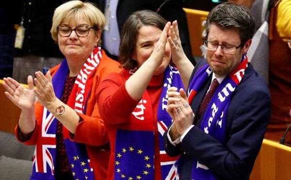 ევროპარლამენტმა მხარი დაუჭირა ბრიტანეთის ევროკავშირიდან გასვლის შეთანხმებას