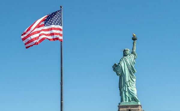 """აშშ-ის უზენაესმა სასამართლომ """"მწვანები ბარათის"""" მიღების წესის გამკაცრებას მხარი დაუჭირა"""