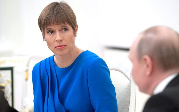 ესტონეთის პრეზიდენტმა რუსეთის საელჩოს ნაჩუქარი ყირიმული შამპანური უკან დაუბრუნა