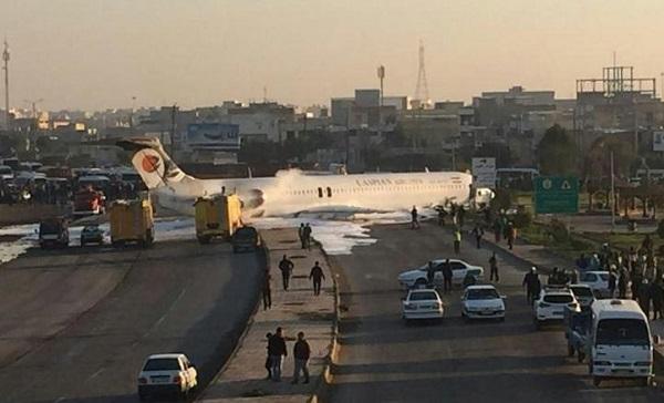 ირანული ავიაკომპანია Caspian Airlines-ისთვითმფრინავი ხალხით სავსე ქუჩაში აღმოჩნდა | ვიდეო