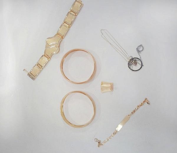 ვალეში არადეკლარირებული ოქროს ნაკეთობები აღმოაჩინეს