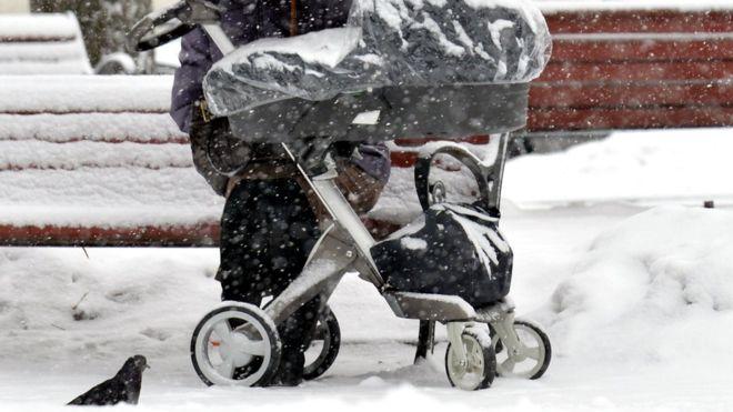 რუსეთში 7 თვის ბავშვი, რომელიც მშობლებს აივანზე დარჩათ გაიყინა და გარდაიცვალა