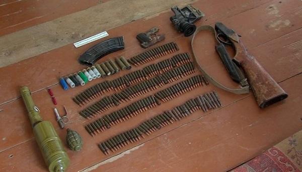 პოლიციამ სამეგრელოში უკანონო ცეცხლსასროლი იარაღი და განსაკუთრებით დიდი ოდენობით ნარკოტიკი ამოიღო - დაკავებულია ერთი პირი