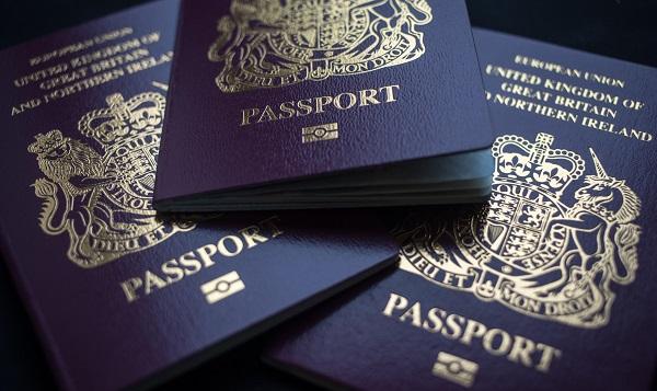 ბრიტანეთი ახალი ლურჯი პასპორტების გაცემას მარტიდან დაიწყებს