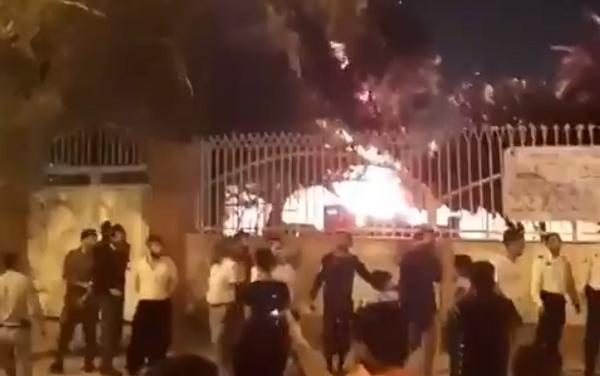 ირანში მოსახლეობამ ცეცხლი წაუკიდა საავადმყოფოს, სადაც კორონავირუსით დაინფიცირებული პაციენტები იმყოფებოდნენ - მედია