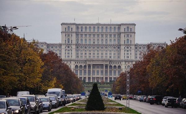 რუმინეთის პარლამენტმა ლუდოვიკ ორბანის მთავრობა დაითხოვა