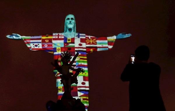 რიოში ქრისტეს ქანდაკებაზე კორონავირუსით დაზარალებული ქვეყნების დროშები გამოსახეს