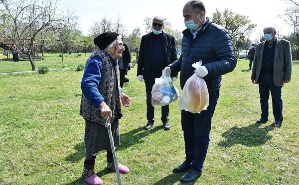 წყალტუბოს მუნიციპალიტეტში 70 წელს გადაცილებული მოქალაქეებისთვის საკვები პროდუქტების დარიგება გრძელდება