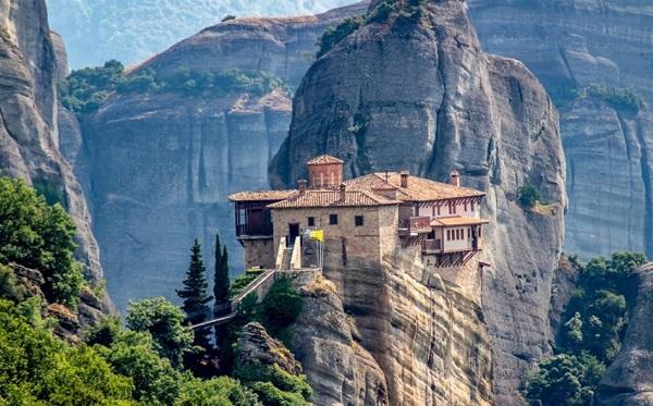ათონის მთის მონასტრის ბერს კორონავირუსი დაუდგინდა