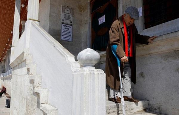 თურქეთის ხელისუფლებამ 65 წელს გადაცილებულ მოქალაქეებს სახლებიდან გასვლა აუკრძალა