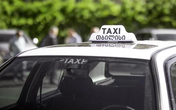 ტაქსის მძღოლებს, მგზავრის გადაყვანის დროს, ავტომანქანის ფანჯრები დახურულ  მდგომარეობაში არ უნდა ჰქონდეთ - მერია