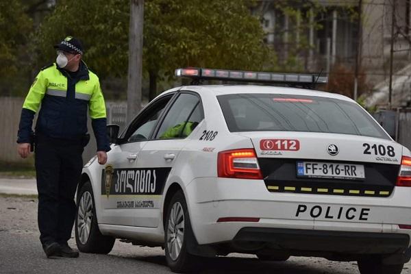 პოლიცია სამეგრელოში საგანგებო მდგომარეობის ფარგლებში არსებული შეზღუდვების კონტროლს ახორციელებს