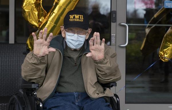 აშშ-ში 104 წლის ომის ვეტერანმა დაბადების დღე და კორონავირუსისგან განკურნება ერთდროულად აღნიშნა