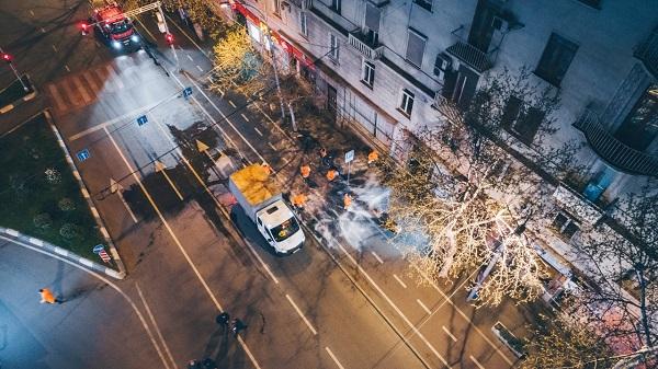 დედაქალაქის ქუჩებთან ერთად, სადეზინფექციო ხსნარებით ტროტუარები და ველობილიკებიც მუშავდება