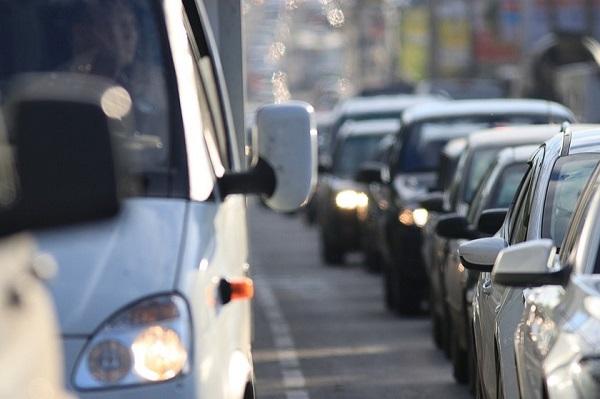 ხვალიდან მანქანით 3-ზე მეტი ადამიანის გადაადგილების შეზღუდვა იხსნება