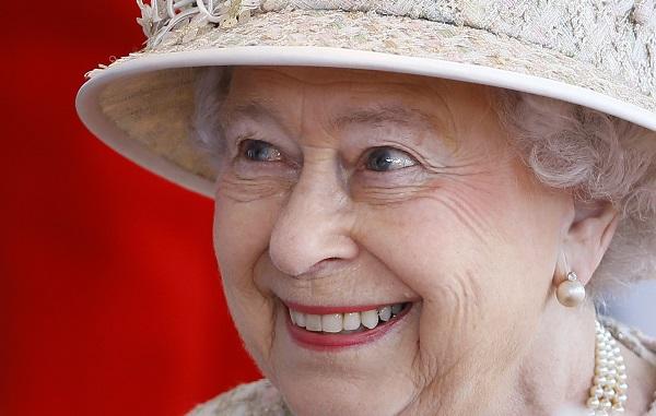 დიდი სიხარულით გილოცავთ ეროვნულ დღესასწაულს - ელისაბედ II