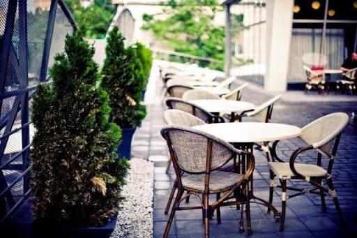 ღია კაფეებს მიეცემათ შესაძლებლობა, მაგიდებს შორის დისტანცია მიმდებარე ტერიტორიის გამოყენებით გაზარდონ