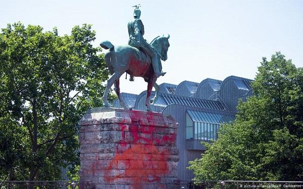 გერმანიაში ვილჰელმ II-ის ქანდაკება საღებავებით დააზიანეს