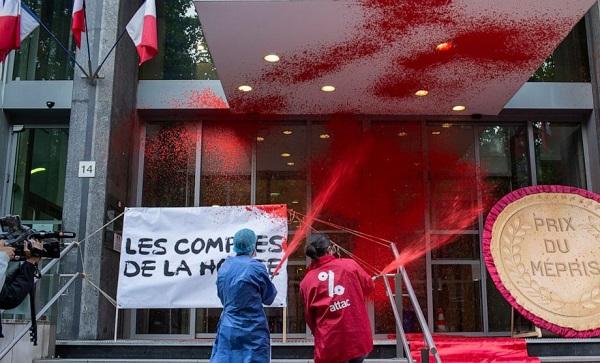 პარიზში მომიტინგეებმა საფრანგეთის ჯანდაცვის სამინისტროს შენობას წითელი საღებავები შეასხეს