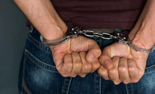 პოლიციამ ზუგდიდში გამოძალვის ბრალდებით 2 პირი დააკავა