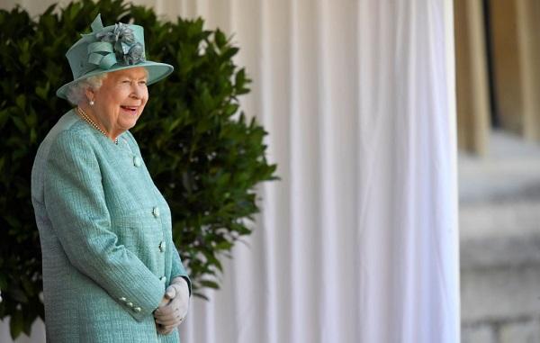 დიდი ბრიტანეთის დედოფლის დაბადების დღე მოკრძალებულად აღნიშნეს