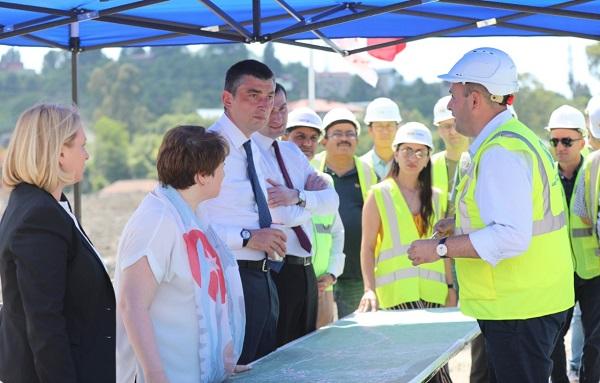პრემიერ-მინისტრმა ბათუმის შემოვლითი გზის 13-კილომეტრიანი მონაკვეთის მშენებლობა დაათვალიერა, რომელიც ინტენსიურ რეჟიმში  მიმდინარეობს