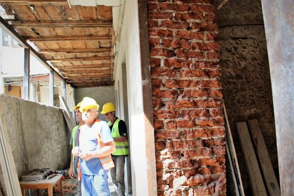 ჩუღურეთის რაიონში, ბენაშვილის N7/14-ში საცხოვრებელი სახლის გამაგრების სამუშაოები მიმდინარეობს