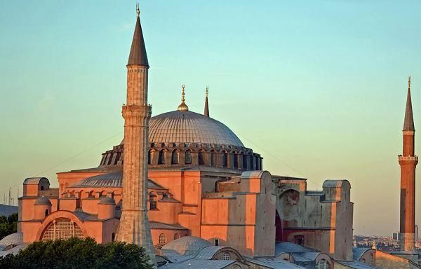თურქეთის სახელმწიფო საბჭოს გადაწყვეტილებით, აია სოფია მეჩეთად გადაკეთდება