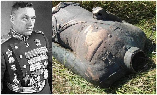 პოლონეთში კვარცხლბეკიდან მოიპარეს და თავი მოატეხეს საბჭოთა მარშლის, როკოსოვსკის ქანდაკებას