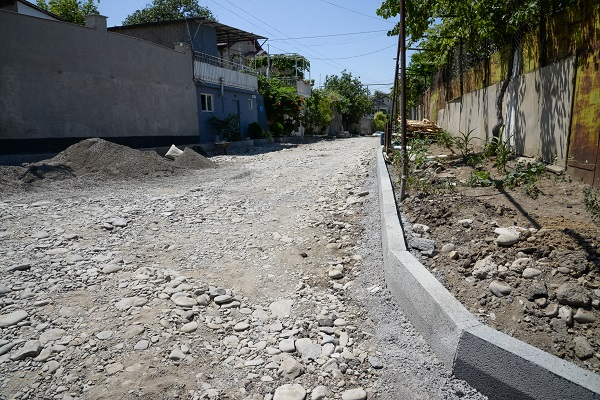ნაძალადევის რაიონში, სადმელის ქუჩაზე გზის რეაბილიტაცია მიმდინარეობს