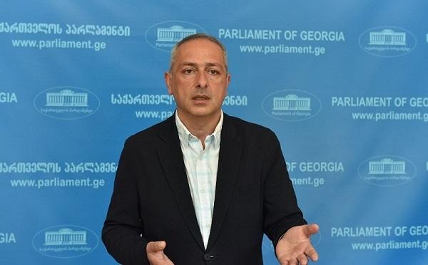 სააკაშვილი წარმოადგენს უკრაინის ხელისუფლებას და როცა ის საუბრობს საქართველოს მთავრობის ლეგიტიმაციაზე, პასუხი უკრაინას მოეთხოვება - სესიაშვილი